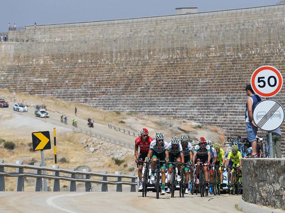 Ciclismo: corredor belga em estado grave após queda no Paris-Roubaix