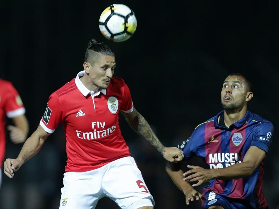 Desp. Chaves proíbe adereços do Benfica na bancada principal