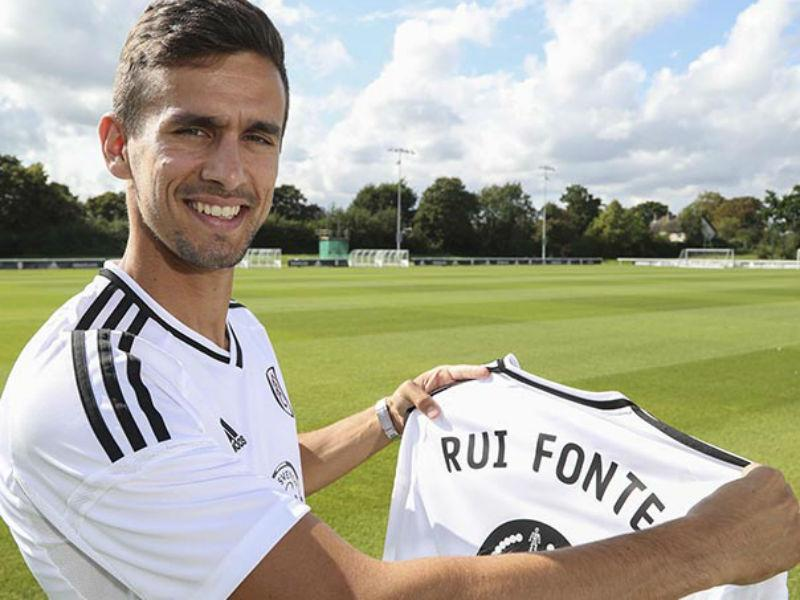 Inglaterra: Fonte fica no banco mas Fulham vai à final do playoff
