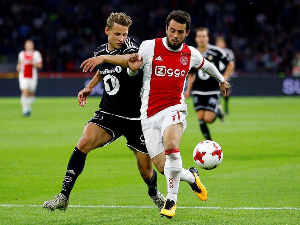 Holanda: Ajax bate Excelsior e reduz distância para o PSV