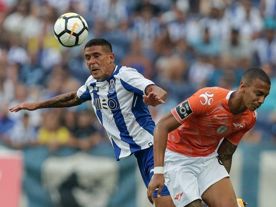 V. Setúbal-FC Porto: Maxi e Reyes de início (equipas)