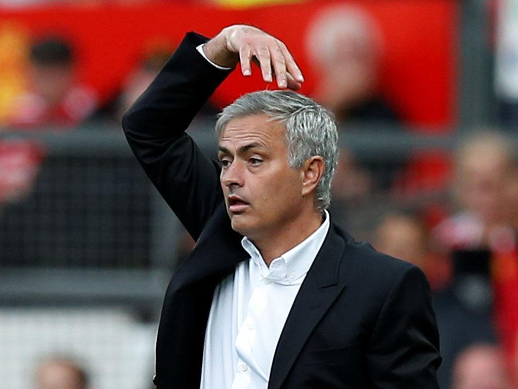 Mourinho quer Lindelof a jogar em terrenos mais adiantados