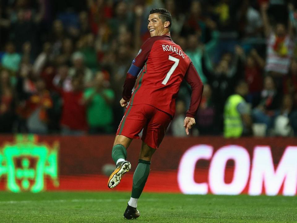 Cristiano Ronaldo e Casillas candidatos ao «Golden Foot»