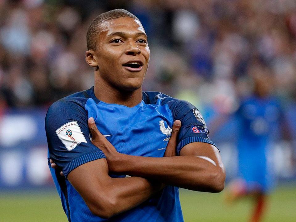 Alarme na seleção francesa: Rami lesionou Mbappé (vídeo)