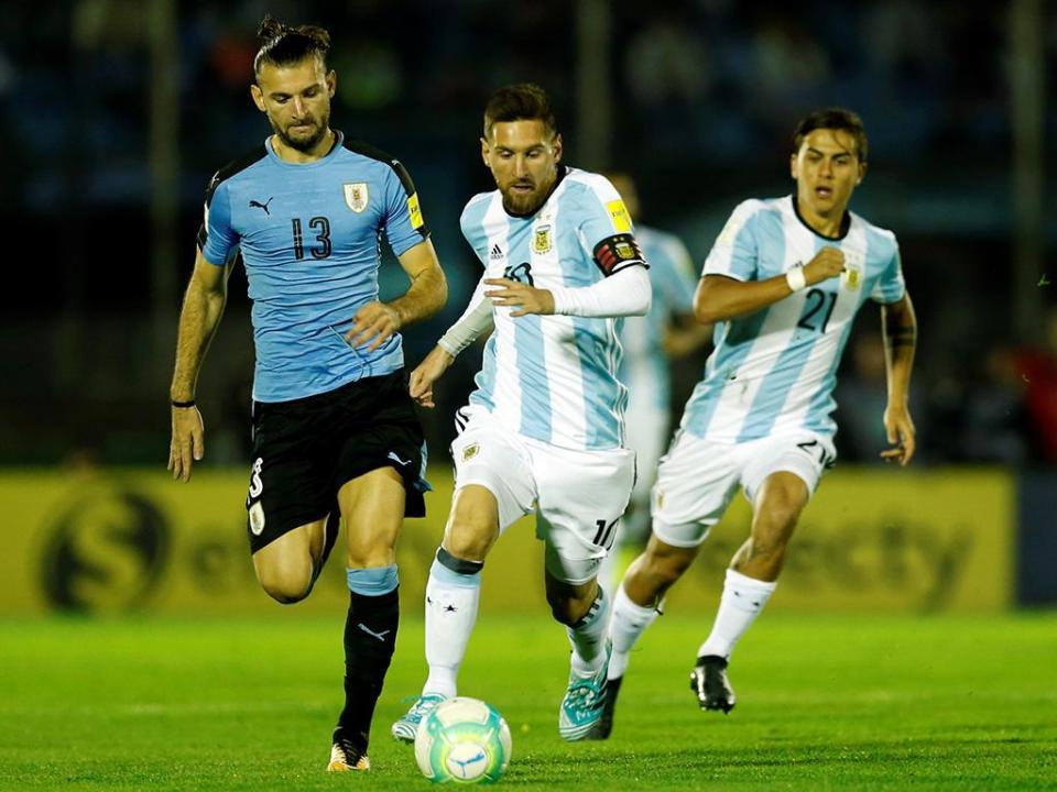Dybala ia explicar polémica a Messi e este desatou a rir