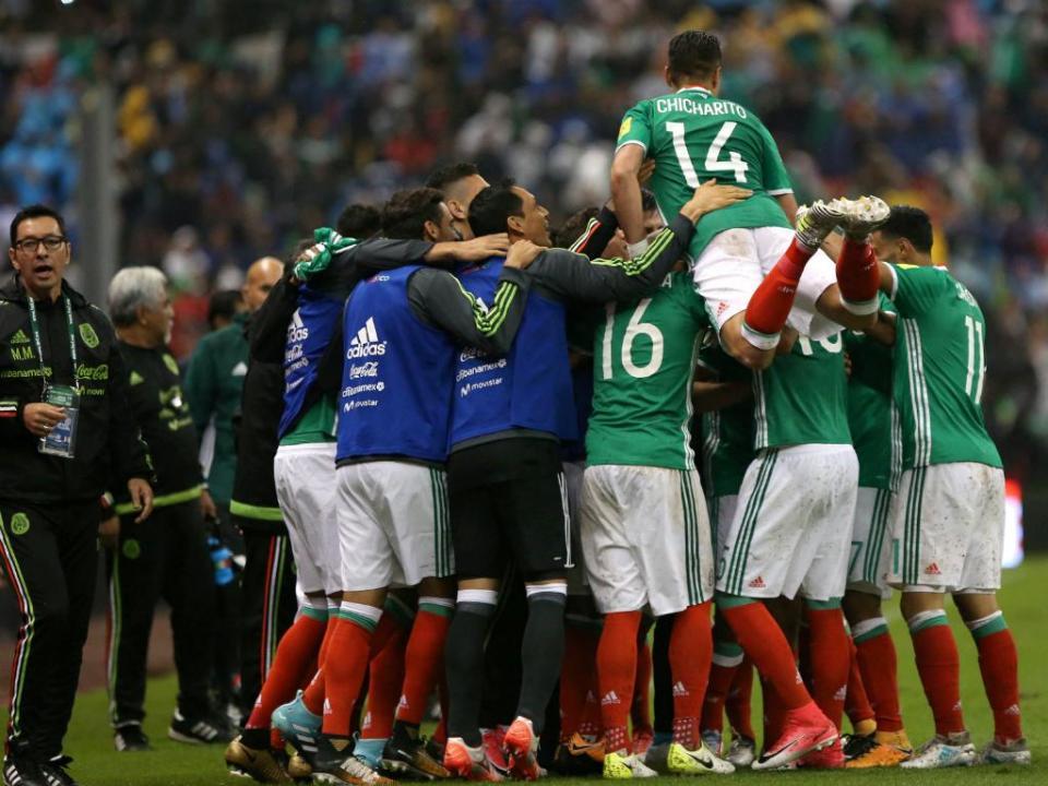 VÍDEO  Herrera e Corona titulares na derrota do México  d91926c0665cd