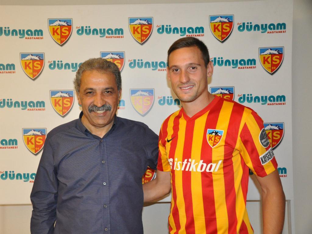 Stojiljkovic dado como emprestado ao Kayserispor, por 500 mil euros