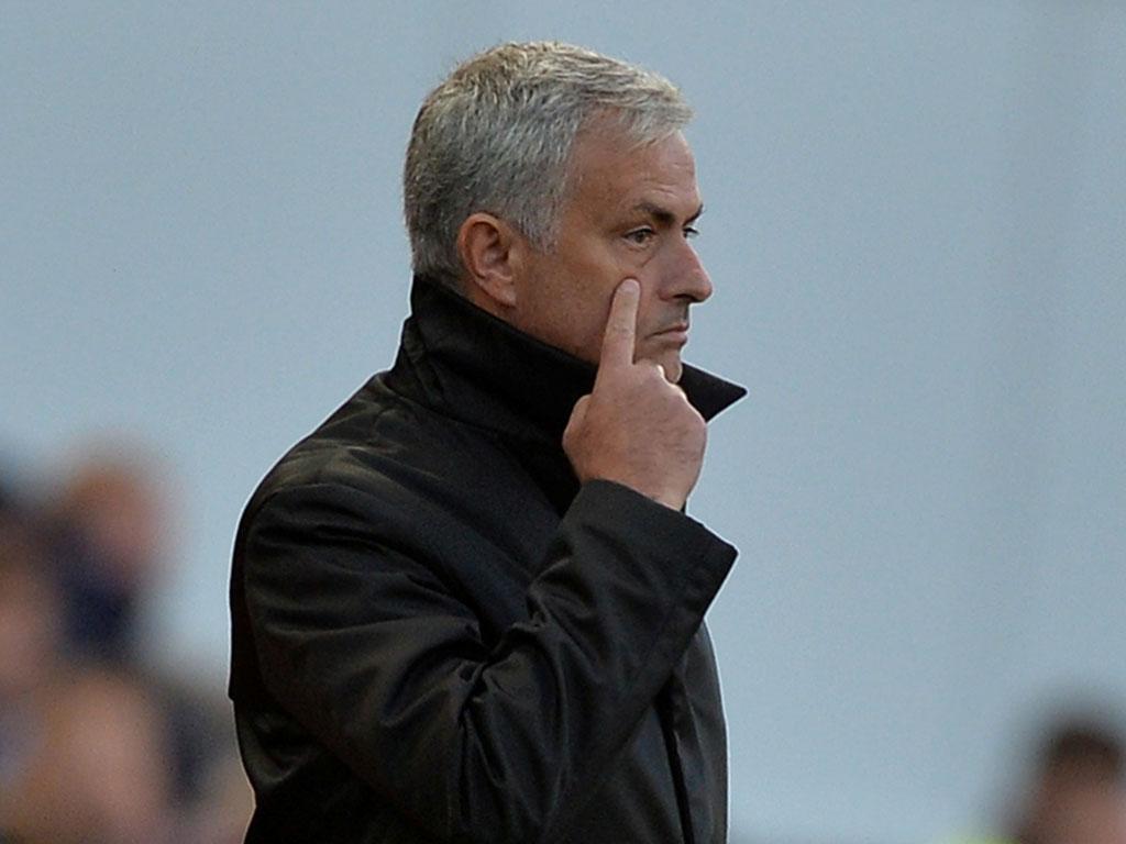 Playstation avisa José Mourinho: «Aqui não estacionamos autocarros»