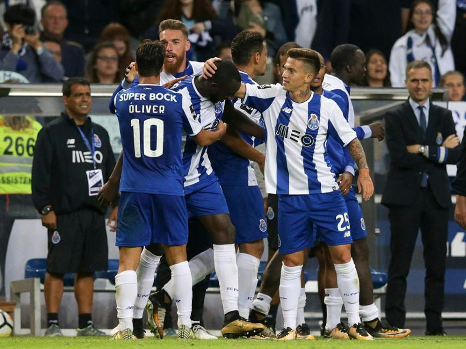 Desp. Chaves-FC Porto (onzes): mudanças em ambas as equipas