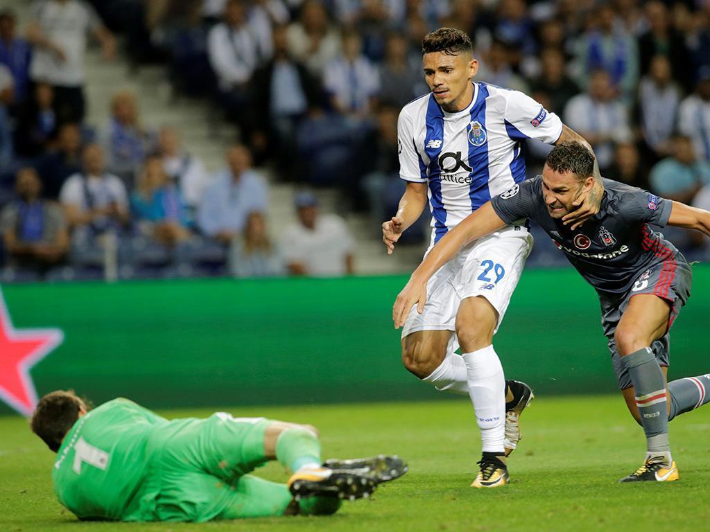 Galeno de novo no treino, Soares em recuperação — FC Porto
