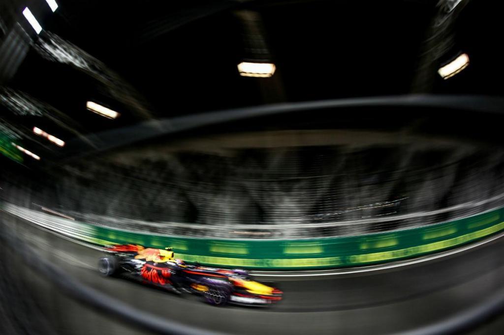 Ricciardo lidera treinos livres em Cingapura