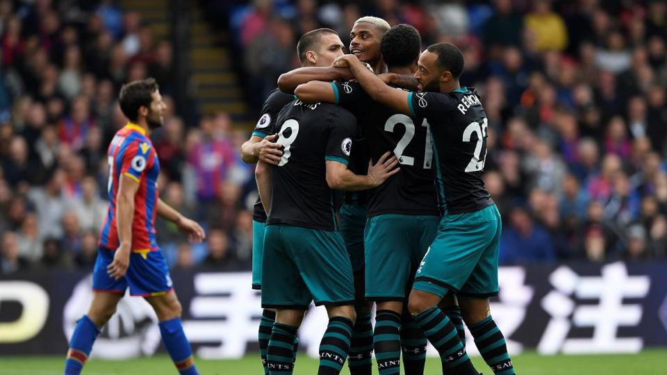Southampton com Cédric vence um Crystal Palace a somar recordes negativos