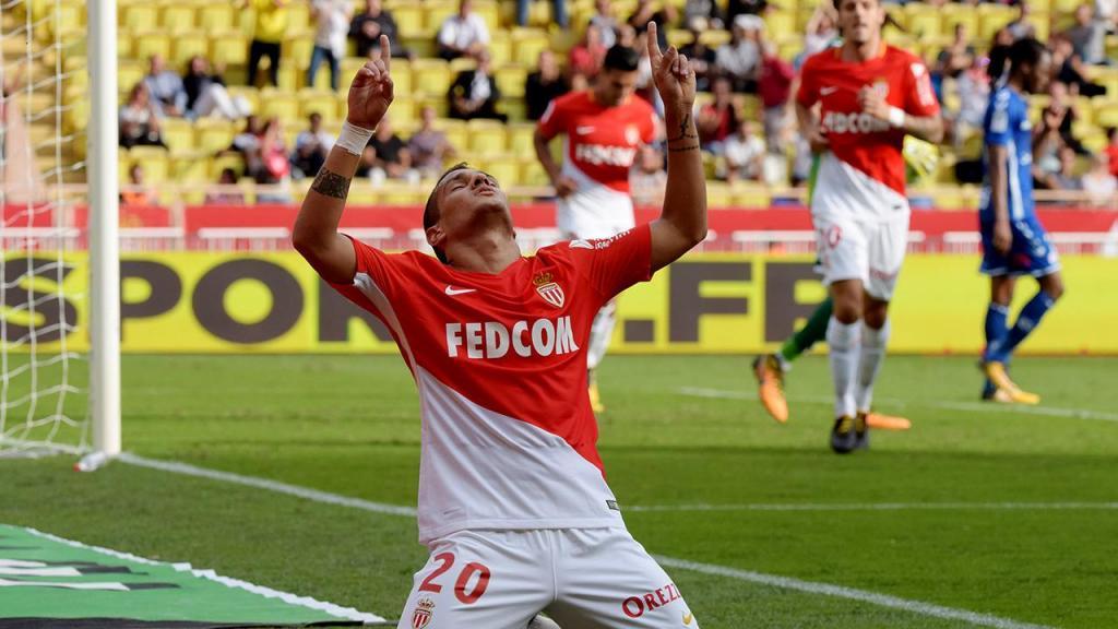 Mónaco goleia Estrasburgo com bis de Falcao (3-0)