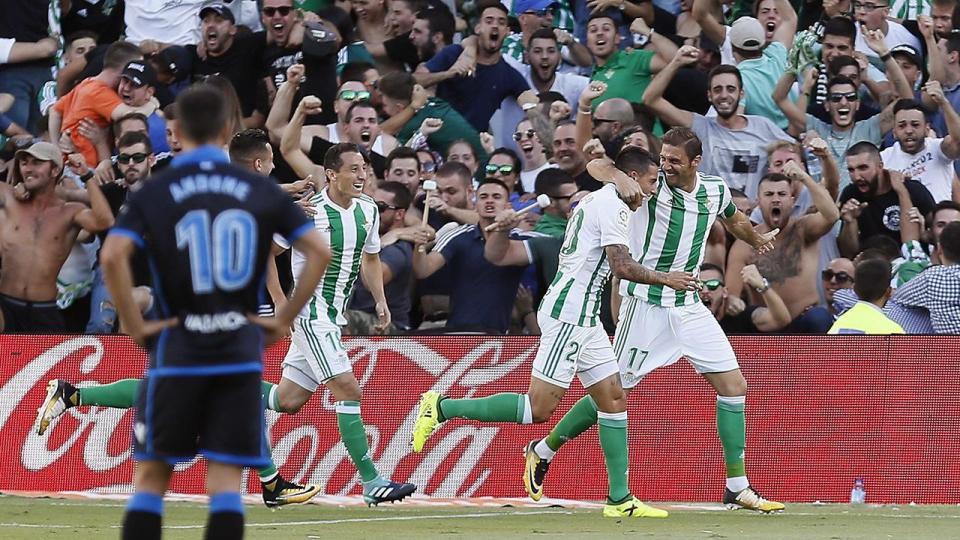 Espanha: eterno Joaquín bisa na vitória do Betis sobre o Deportivo