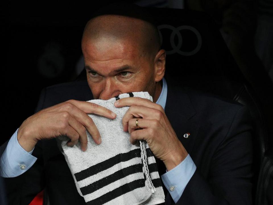Zidane, a cumprir jogo 100 no banco do Real, treinaria o Barça?