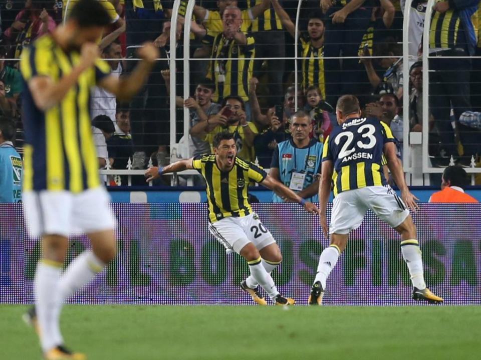 Fenerbahçe de Luís Neto em vantagem na Taça da Turquia
