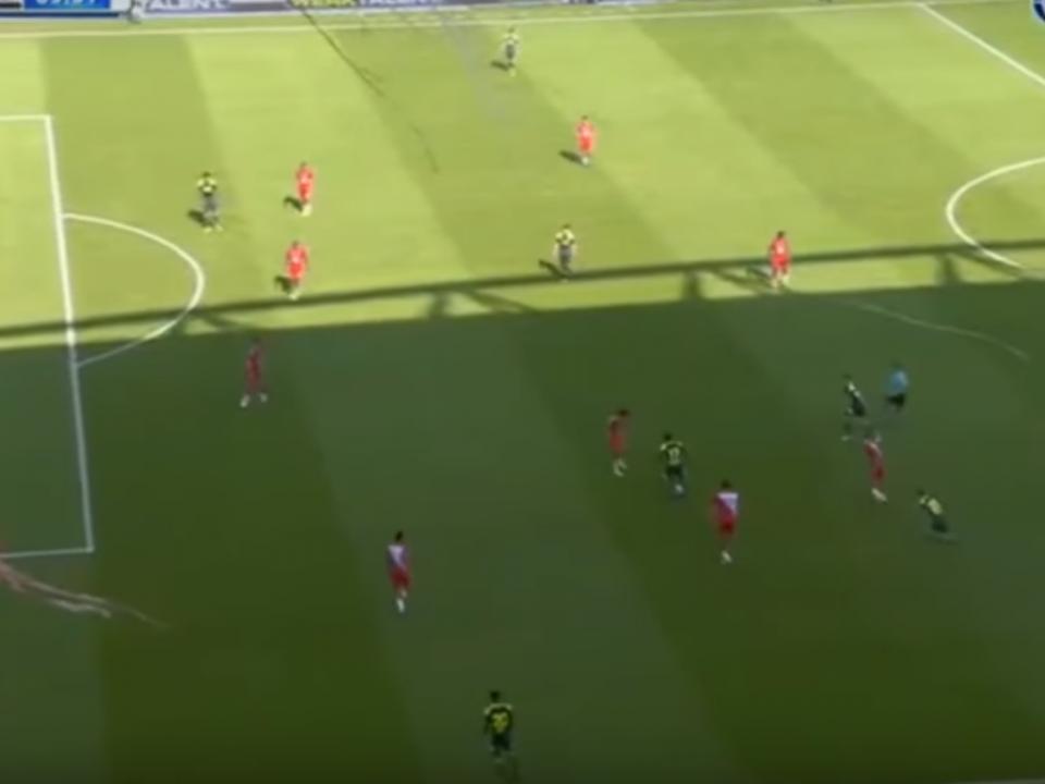 VÍDEO: passa por três, senta o guarda-redes e fecha goleada do PSV