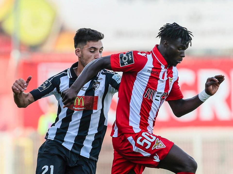 VÍDEO: Nildo assiste e Mama Baldé faz 1-0 no Belenenses-Desp. Aves