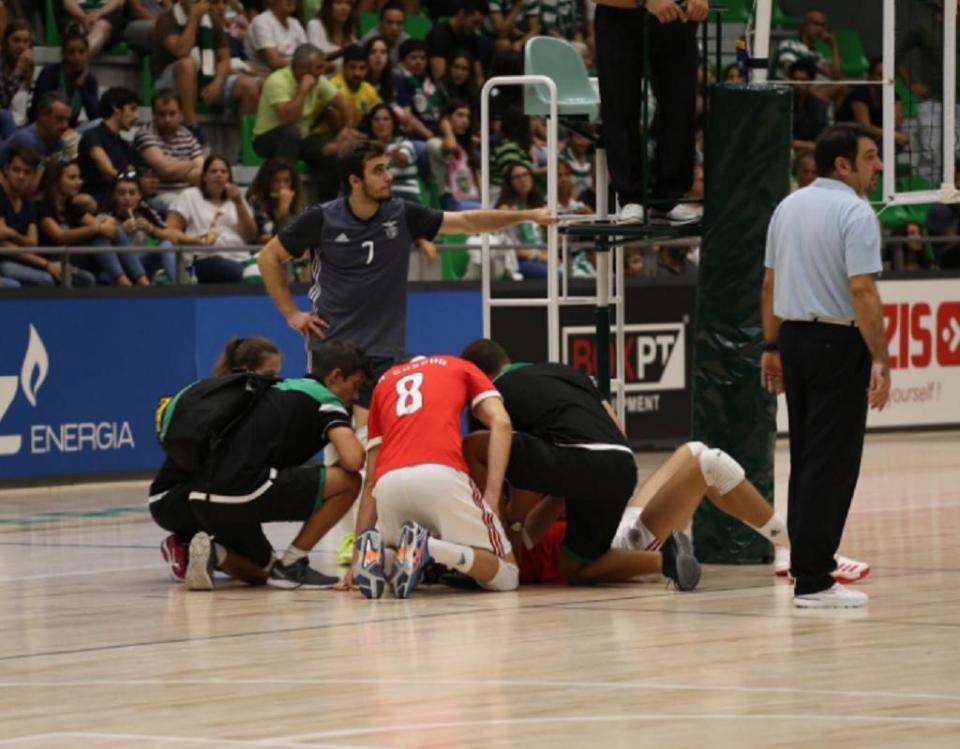 Voleibol: jogador do Benfica observado aguarda hipótese de cirurgia
