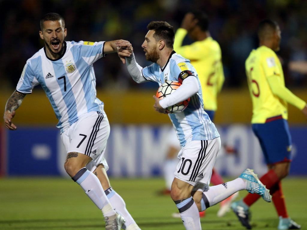 «O futebol é que deve um Mundial ao Messi, é o melhor da história»