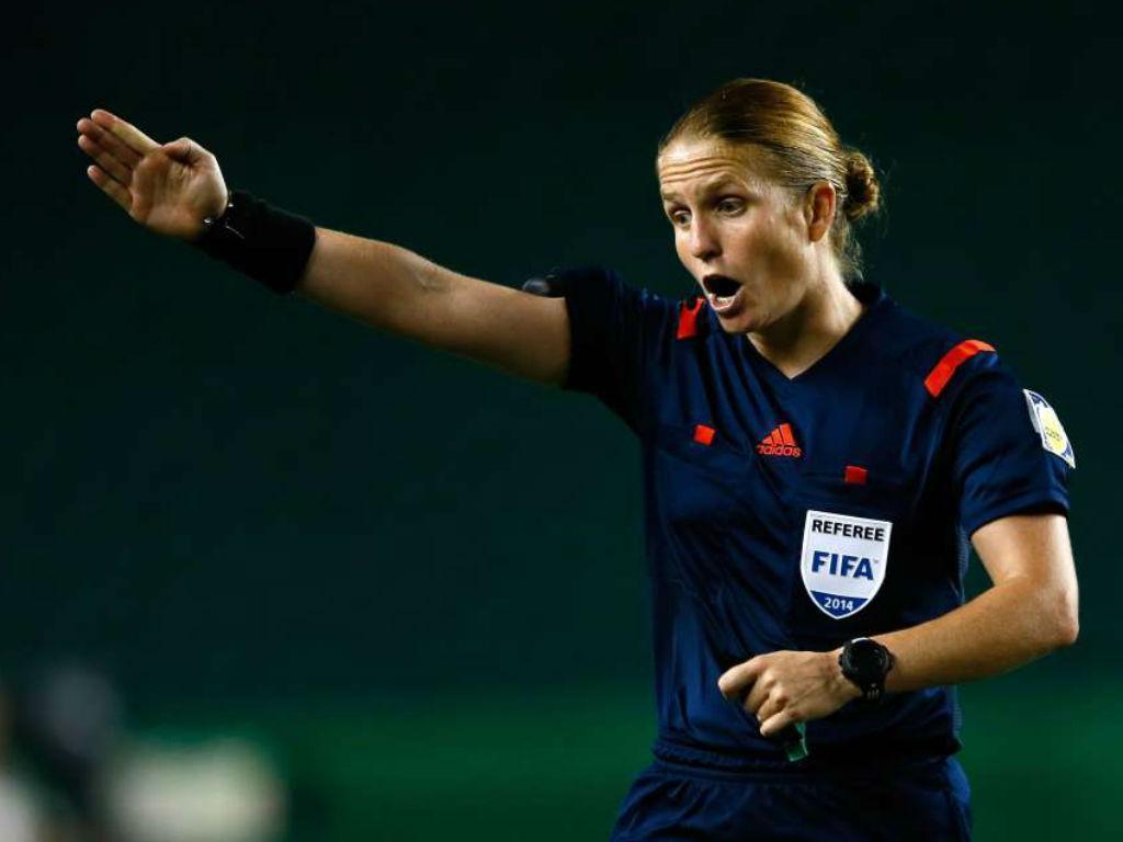 Ester Staubli será primeira mulher a arbitrar jogo de Mundial masculino
