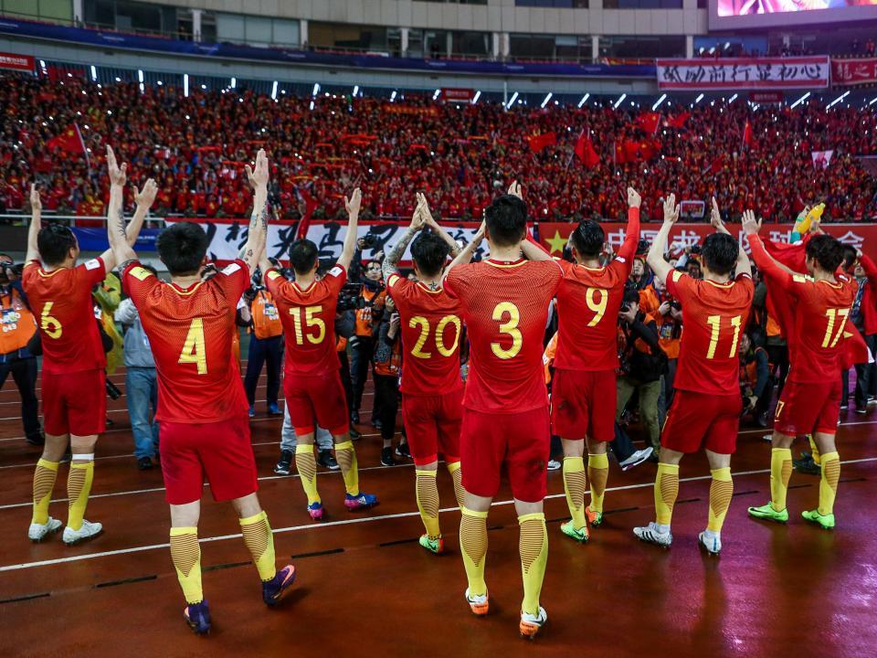 China projeta teto salarial no futebol para combater insustentabilidade