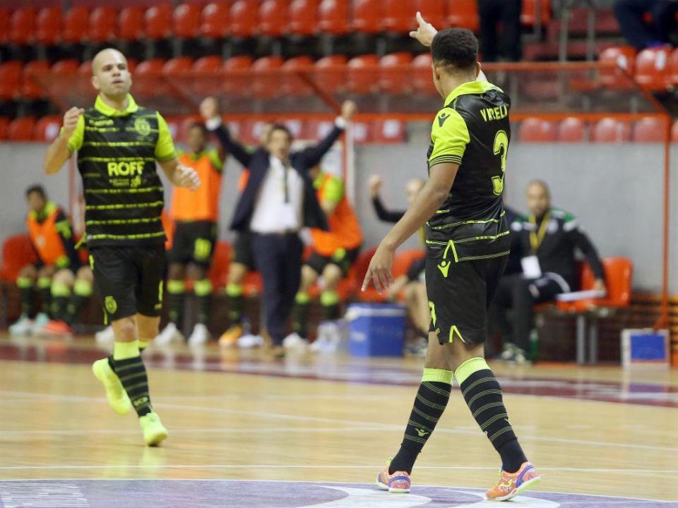 Futsal: Sporting goleia e segue firme