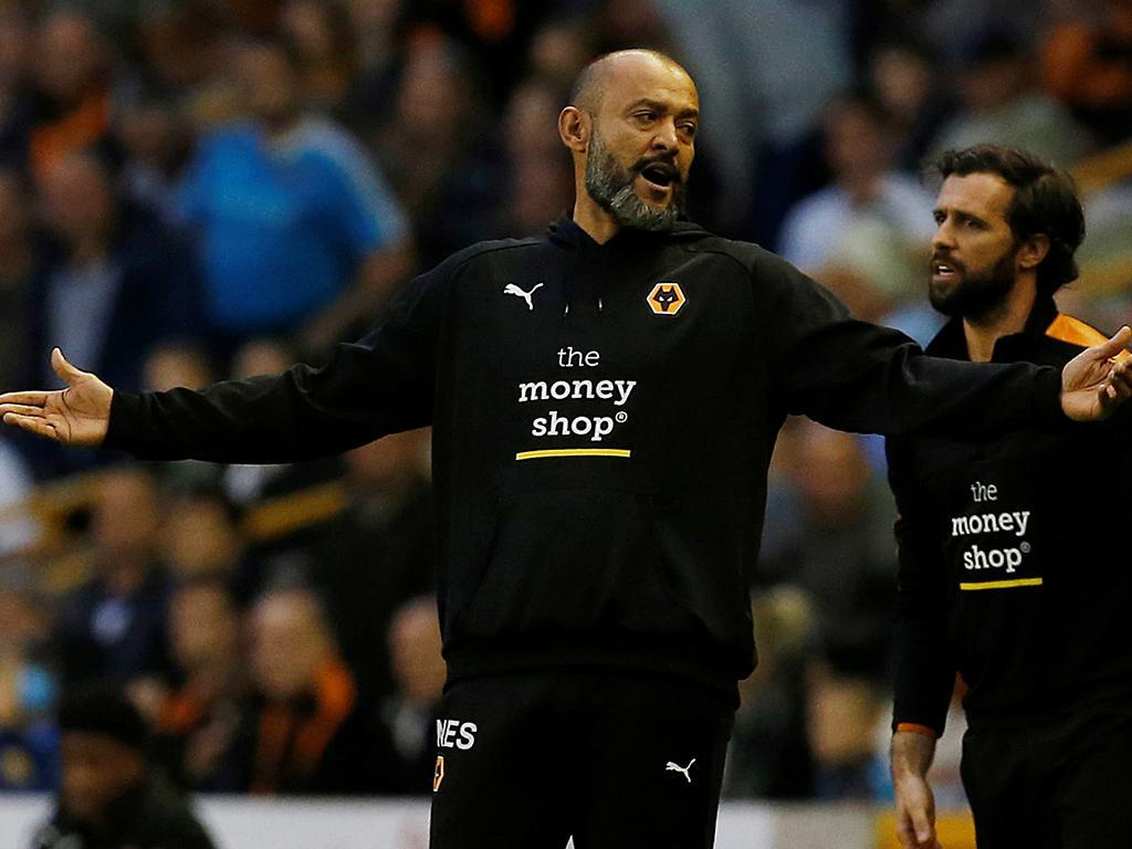 Inglaterra: Wolves falha sétima vitória seguida mas segura liderança