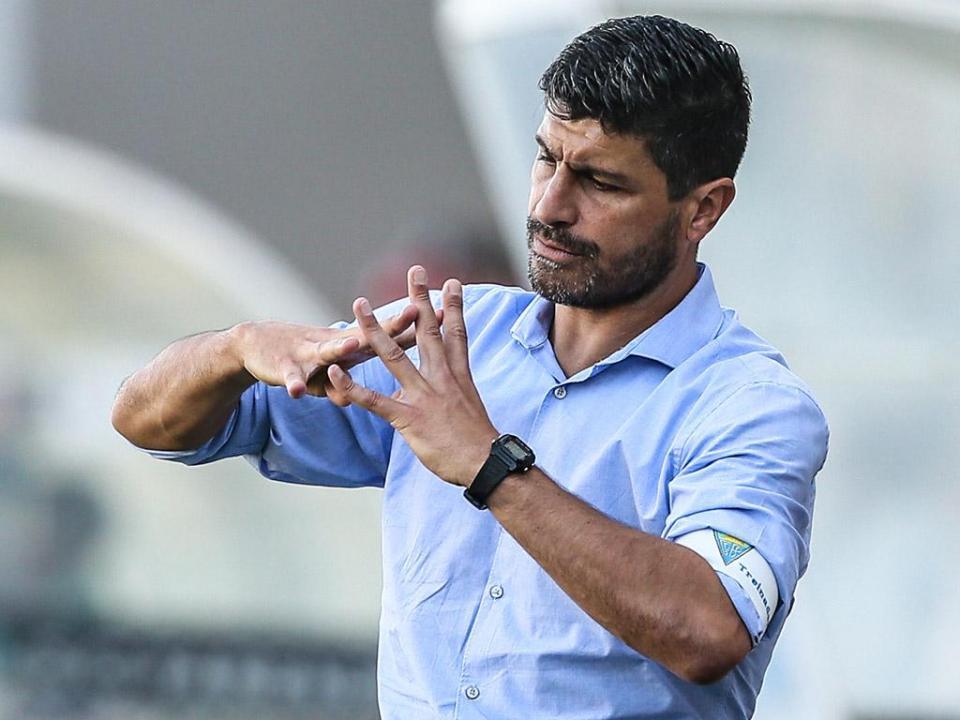 Golo de ex-Sporting dá empate a Pedro Emanuel na Arábia