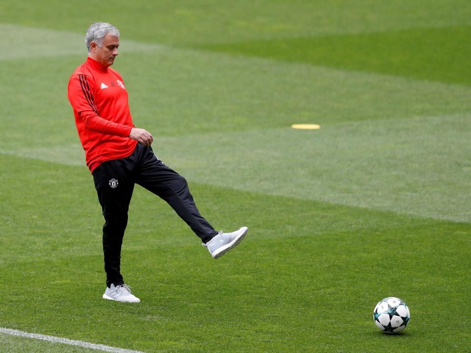 LC: Mourinho preocupado com crise de lesões antes de Sevilha