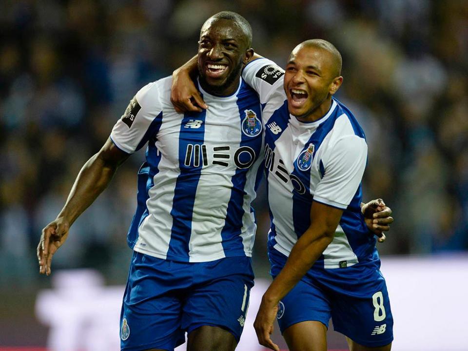 FC Porto: Brahimi e Marega em treino de recuperação