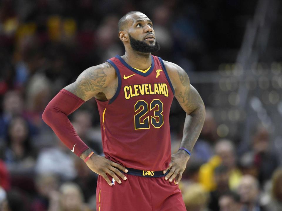NBA: reta final incrível vale triunfo aos Warriors, Cavs surpreendidos