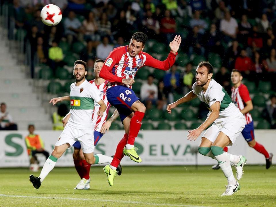 Ex-Benfica lesiona-se a marcar penálti ao At. Madrid que empata com Elche