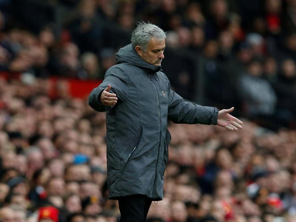 Mourinho perdeu o jogo e o copo de vinho com treinador do Bristol