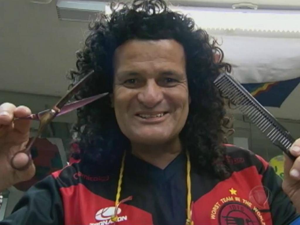 PLAY: Mauro Shampoo, cabeleireiro e perna de pau