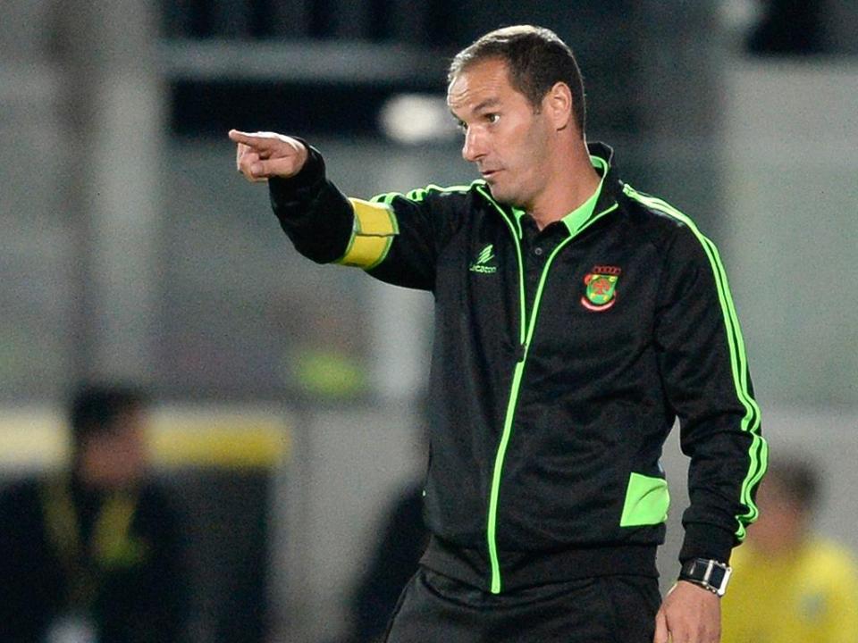 P. Ferreira: Petit multado por...fazer de treinador