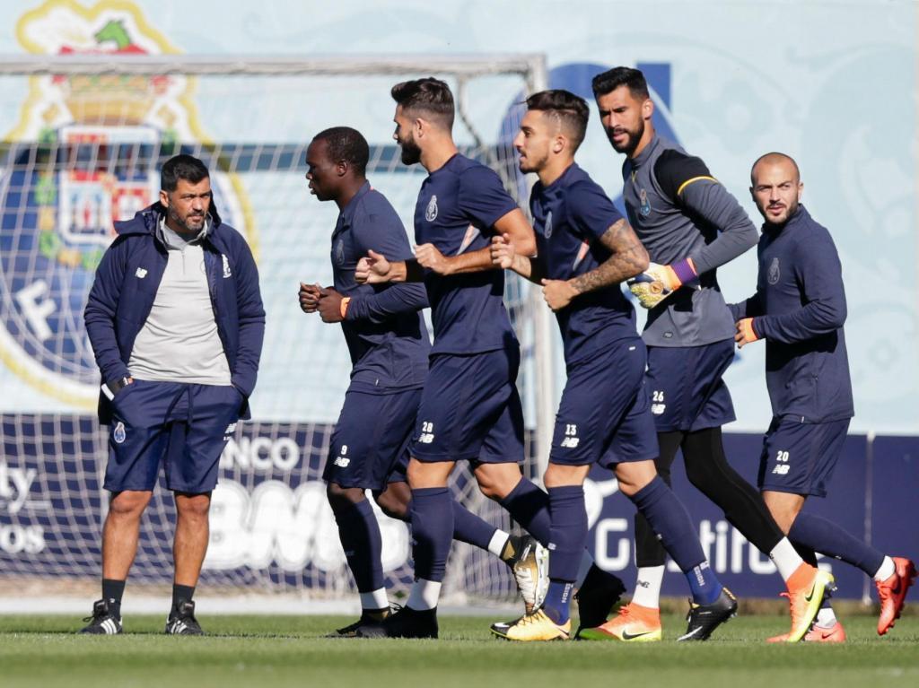 FC Porto continua a preparar dérbi com quarteto limitado