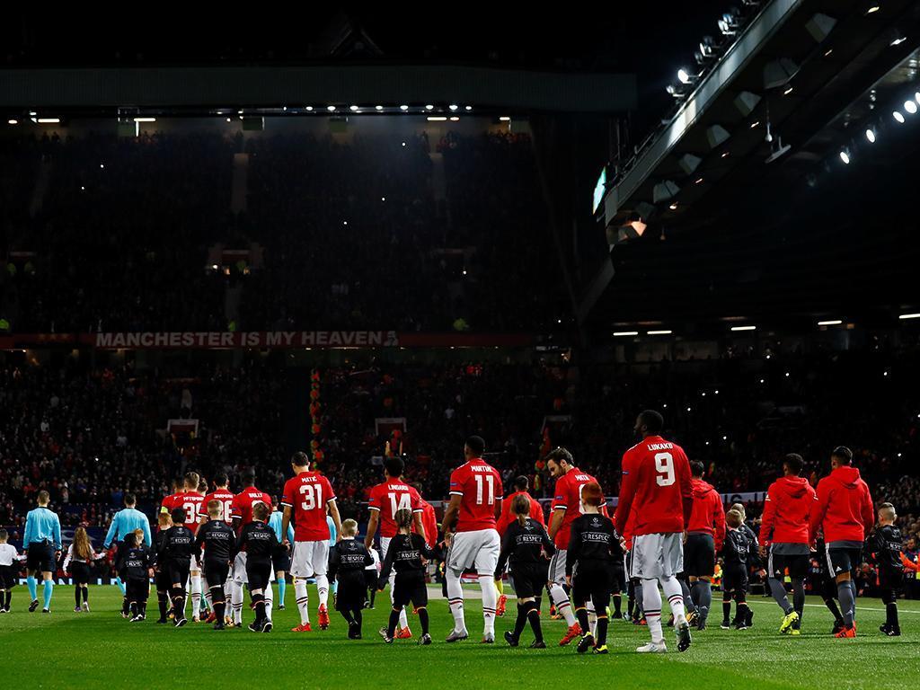 UEFA abre processo ao Benfica por comportamento dos adeptos em Old Traford