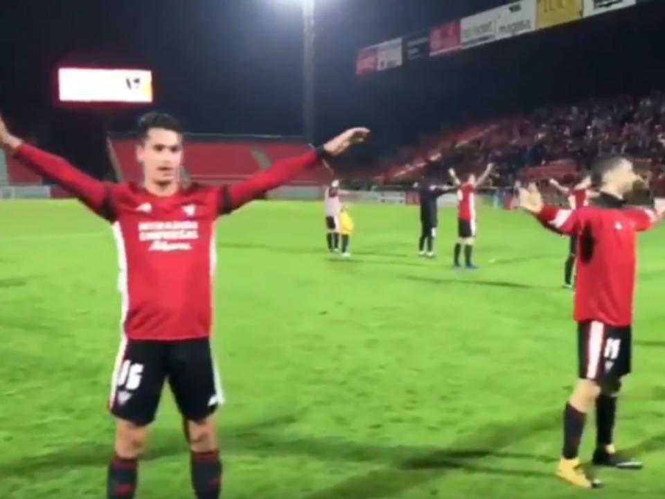 VÍDEO  equipa espanhola festeja vitória com o «haka islandês ... 33ba878c73d3b
