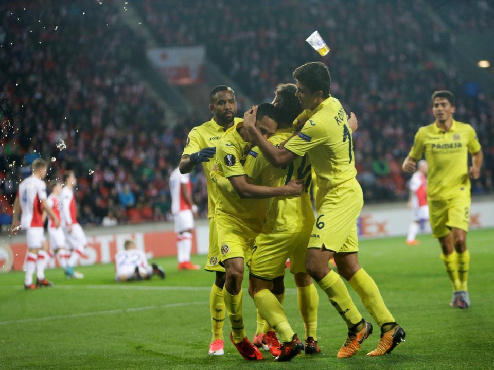 OFICIAL: Álvaro González renova com o Villarreal