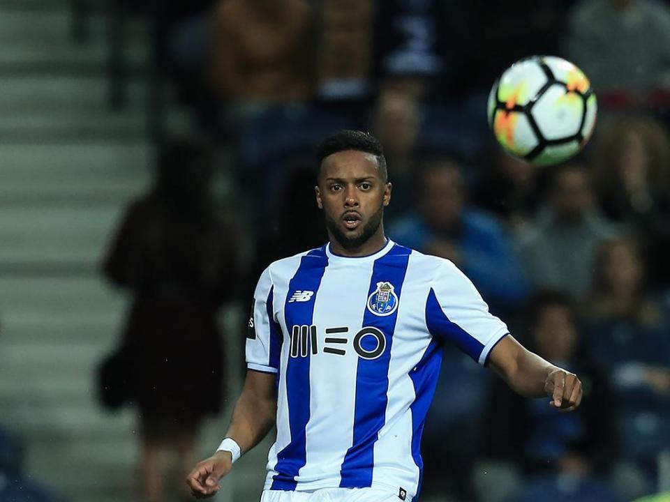 FC Porto: Hernâni lesiona-se e falha clássico