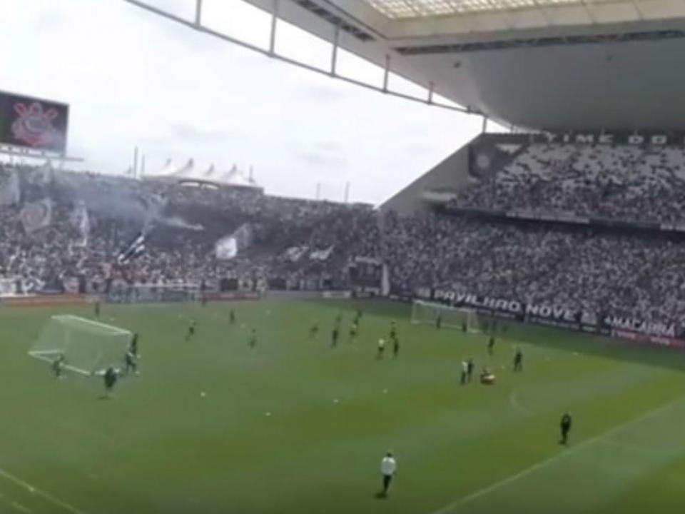 VÍDEO: mais de 30 mil num treino empurram Corinthians para o título