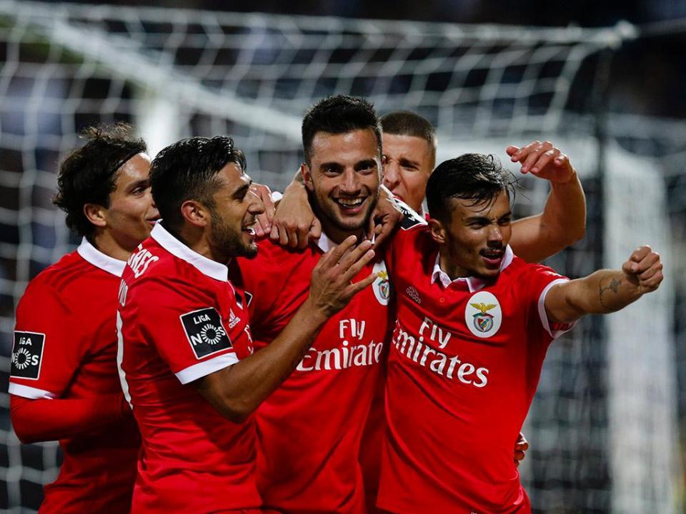 Benfica: Samaris entra na lista para a Liga Europa