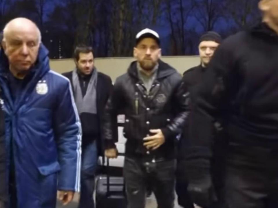 VÍDEO: chegada de Messi e Mascherano à Rússia parece saída de um filme
