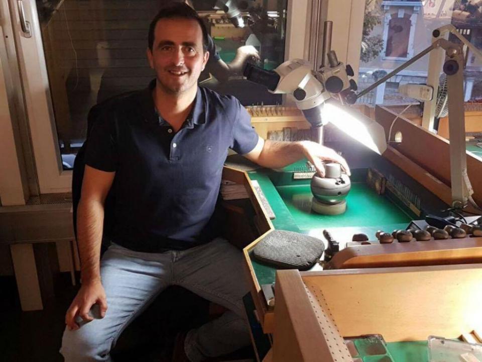O capitão do Sporting que faz relógios de diamantes na Suíça