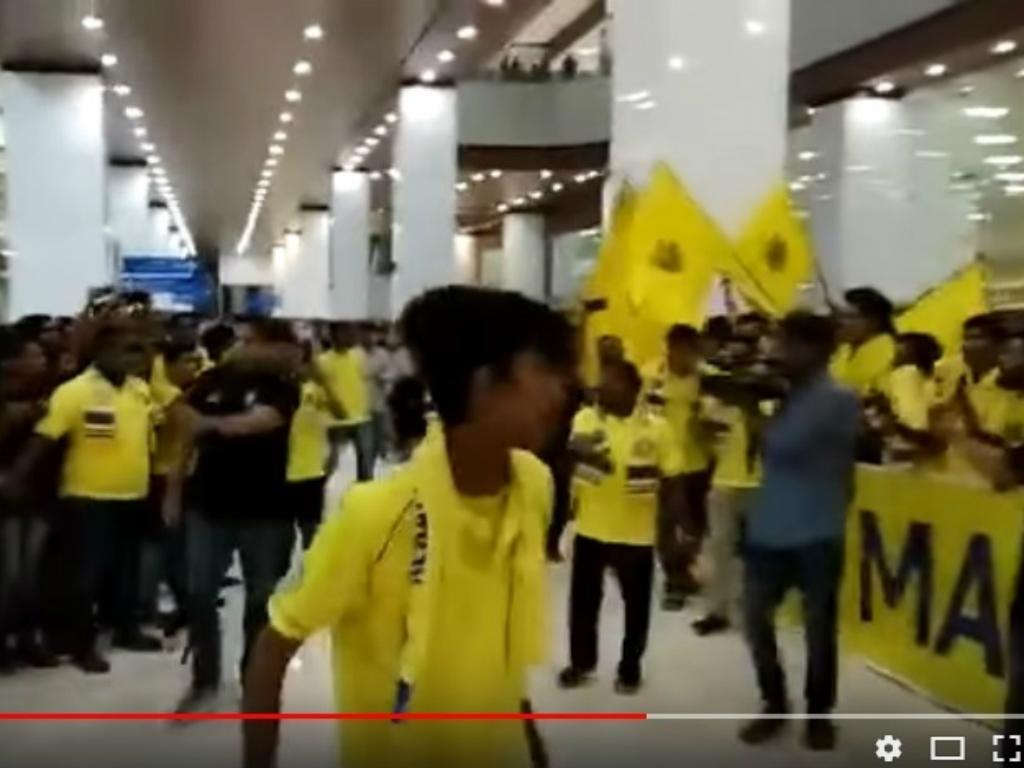 VÍDEO: Berbatov filma a própria chegada ao futebol indiano