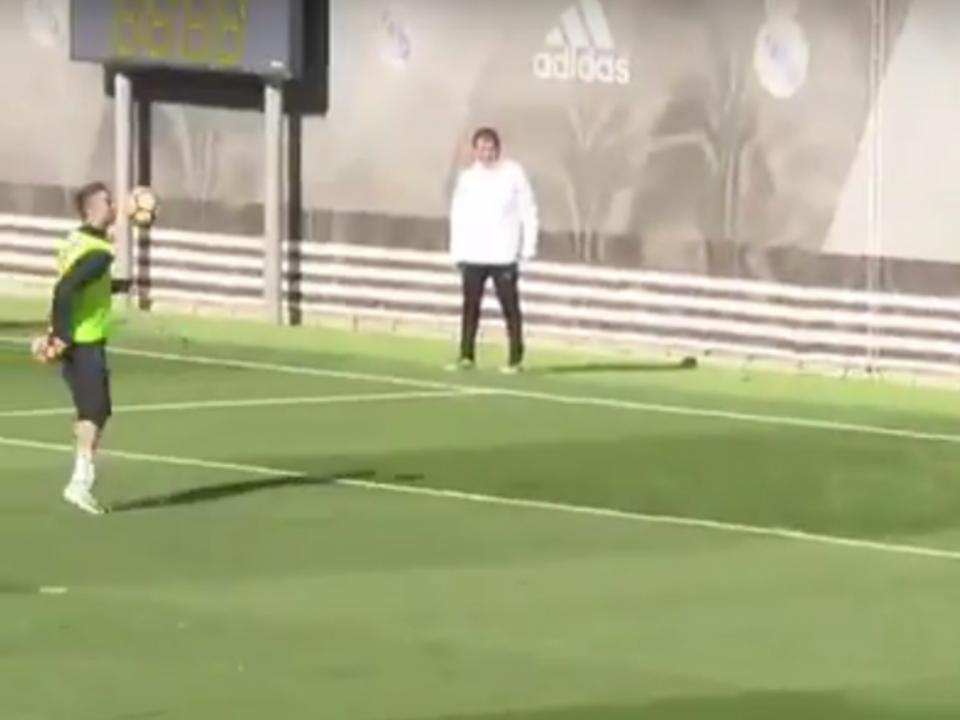 VÍDEO: Ronaldo marca golo de ombro no treino