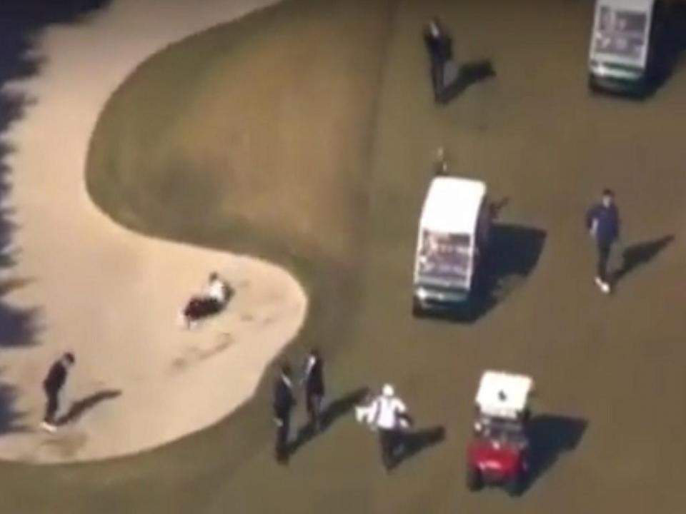 VÍDEO: PM japonês foi ao golfe com Trump e acabou a rebolar na areia