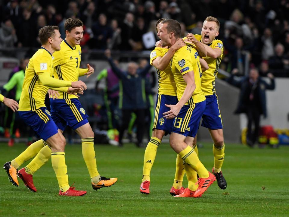 VÍDEO: jogadores suecos celebram Mundial com abalroamento a jornalistas