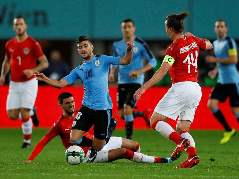 Maxi Pereira cumpre 90 minutos na derrota do Uruguai com a Áustria
